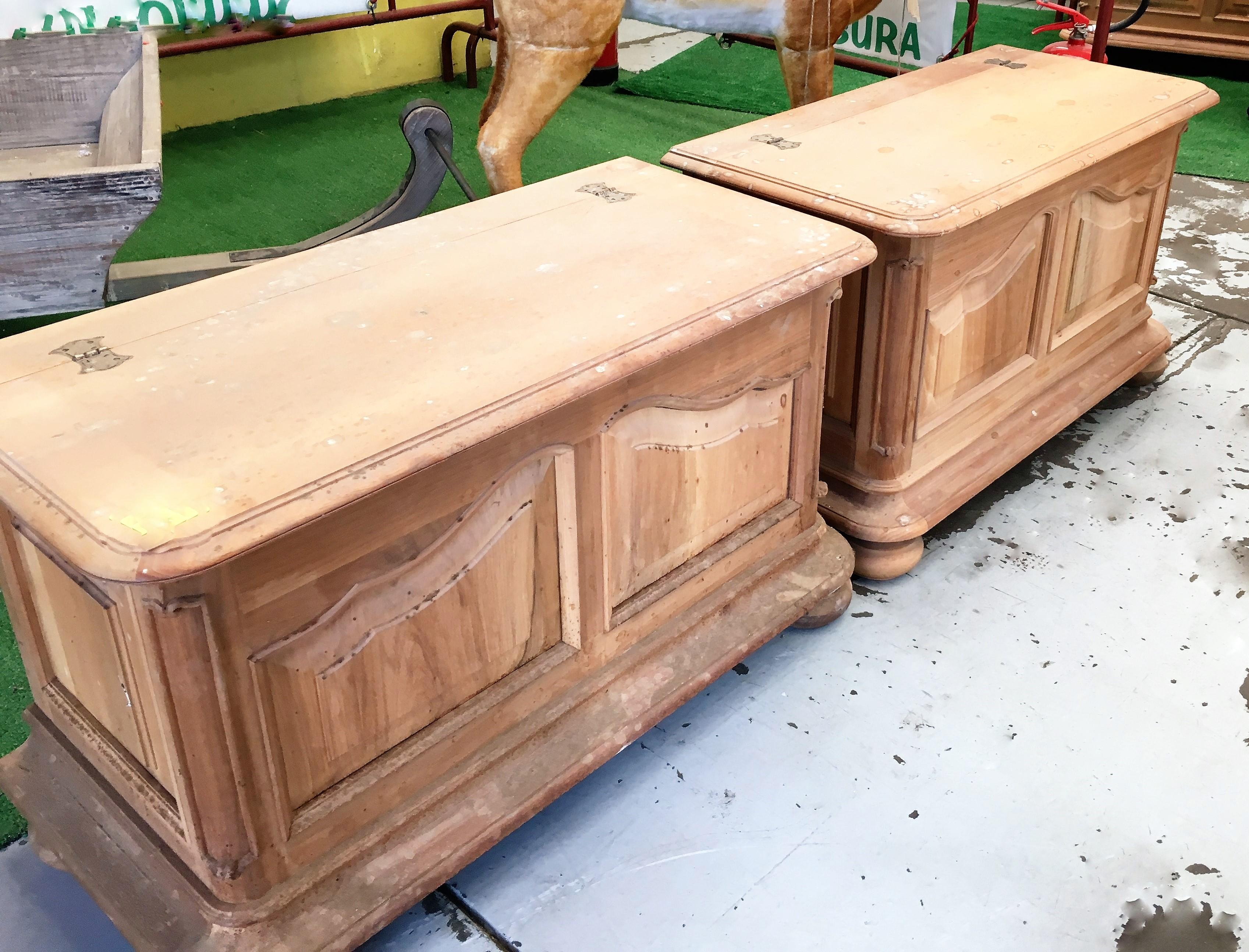 cassapanca in legno massello di noce